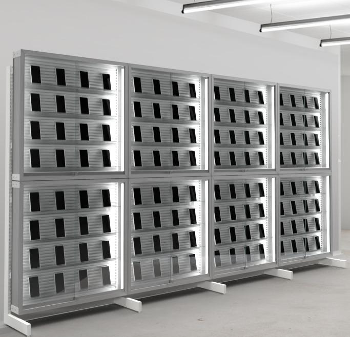 中古スマートフォンの陳列棚